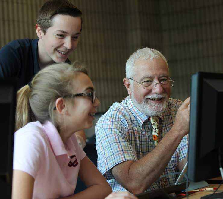 Mr.  Staropoli w orking with students in the Computer  Lab.